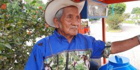 Don Rey se siente orgullo de su trabajo. Foto Juan Herrera.