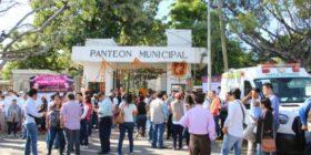 Entrada principal del Panteón Municipal de Tuxtla Gutiérrez.