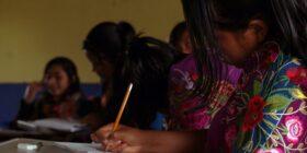 Alumnos de la escuela de lecto-escritura en tsotsil-tseltal que imparte Sna Jtz'ibajom. Cortesía: Andrés ta Chinkinib.