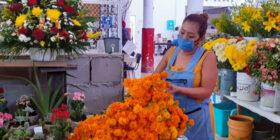 Debido a su edad, la florista debe tomar medidas estrictas de protección: Foto: Adriana Santos