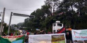 Realizan bloqueo con el fin de exigir a los órdenes de gobierno proteger los humedales de montaña. Cortesía: Semanario Mirada Sur.