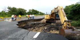 La SCT trabaja de manera permanente en los caminos afectados por las intensas lluvias. Cortesía: SCT.
