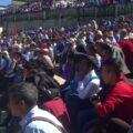 Pobladores en la asamblea a mano alzada. Foto: Cortesía.