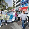 Luis Arvey Pérez Cruz, Defensor Civil caminaando junto a familiares y amigos del activista asesinado. Foto: Yessica Morales.