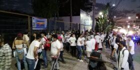 La Red de Colectivas Feministas e integrantes de la comunidad universitaria llegan a las instalaciones de la UNACH. Foto: Yessica Morales