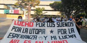 La Red de Colectivas Feministas e integrantes de la comunidad universitaria de la UNACH marcharon en la exigencia del cumplimiento del pliego petitorio.. Foto: Yessica Morales