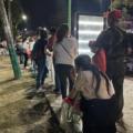 Ancianas y ancianos acampan para alcanzar un dosis de la vacuna antocovid. Foto: Chiapas Paralelo
