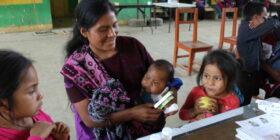 Según datos del INEGI de 2015, la mortalidad infantil tiene un promedio nacional de 10.8%, en Chiapas es de 16.6%, pero en la región Altos, zona donde trabajan, es de 34.5%. Cortesía: Sanando Heridas
