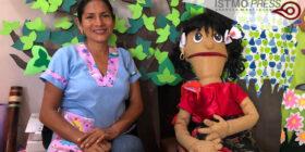 Con títeres y cuentos maestra zapoteca reinventa clases a distancia para niños de preescolar