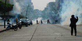 Policía desaloja a normalistas; exigen emisión de nueva convocatoria de ingreso