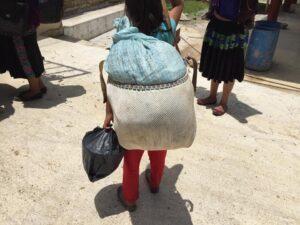 Niños y niñas desplazadas en las comunidades de Chenalhó por los sicarios de Pantelhó. Cortesía: Nachito Abeja Tacho/Facebook