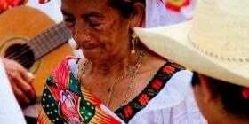 Tía Tona, de las principales mujeres del mundo zoque. Cortesía: Raúl Kenchys Jiménez/ Facebook