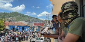 Pobladores del municipio de Pantelhó tomaron el edificio de la presidencia municipal, expulsaron a personas que acusan tienen vínculos con grupos delictivos. Foto: Ángeles Mariscal