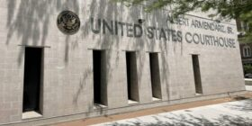 Gobierno de Texas orden restringir el transporte de migrantes, jueza de El Paso frena disposición