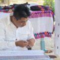 Alan de Jesús, tejedor tsotsil de Venustiano Carranza. Foto: Ángeles Mariscal