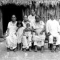 Retrato de familia maya. Cortesía: Fototeca Nacional - INAH