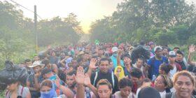 Caravana llega a Villa Comaltitlán.